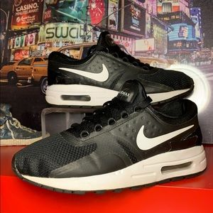 Nike AIR MAX ZERO Essential Running Shoes Size 4Y